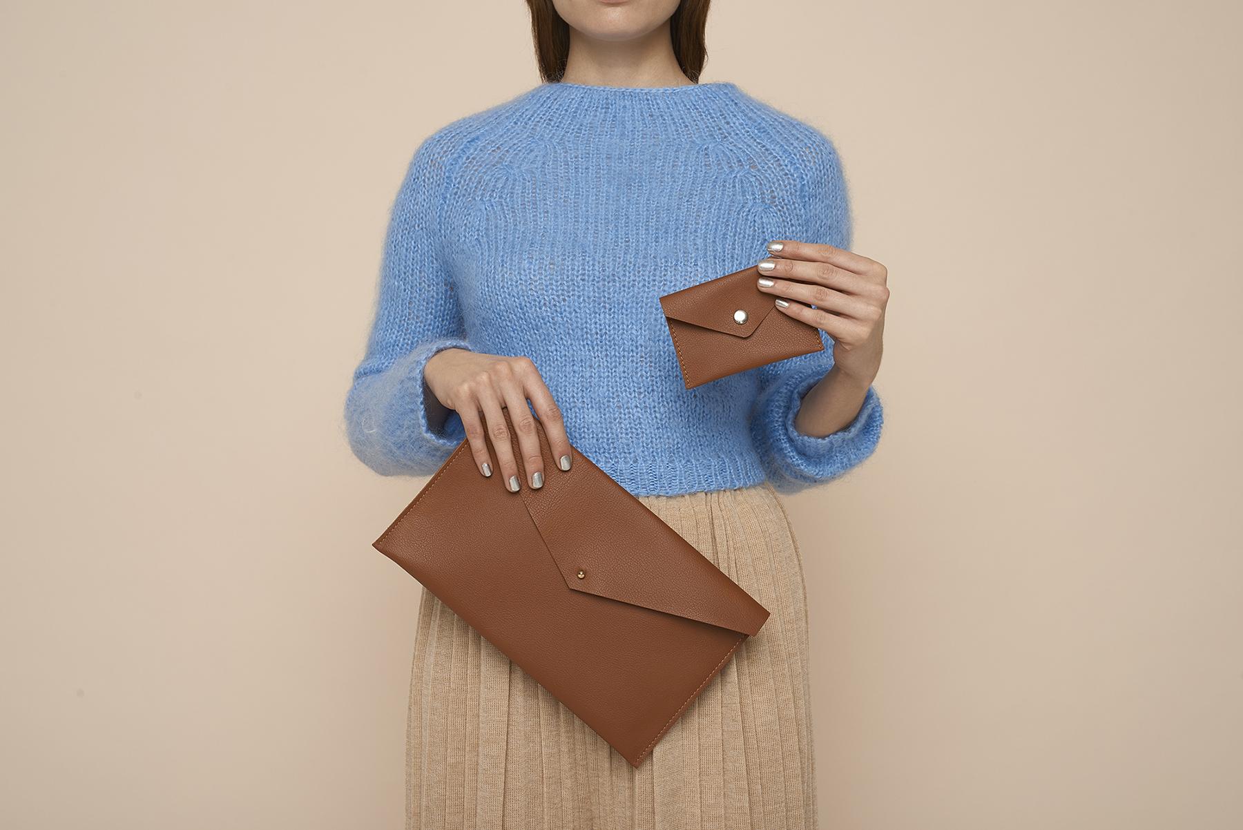 """Clutch """"Santala"""" und Portemonnaie """"Melkki"""" im Briefumschlagstil aus Leder oder Kunstleder"""